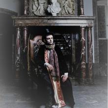 Mathias Granum i sin rolle som spøgelset 'Den hvide rektor' i det magiske rollespil College of Wizardry, som Efterskolen Epos afholder en gang om året sammen med Rollespilsakademiet på et slot i Polen.