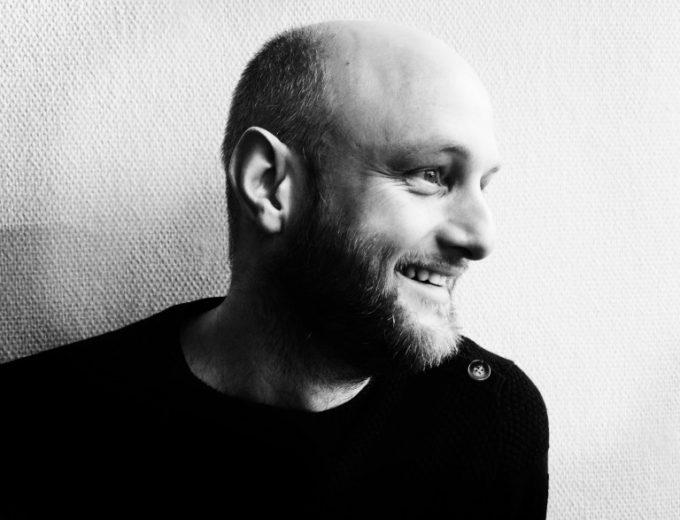 Thomas Kirk portræt, Månedens Fortæller Juli 2019