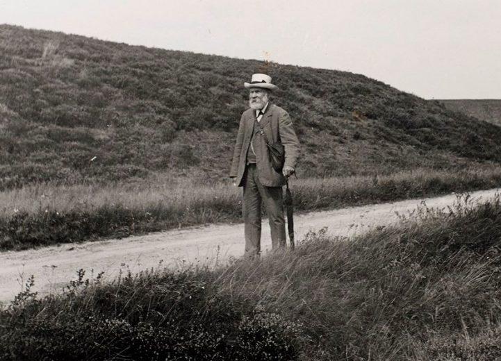 Evalf Tang Kristensen, folkemindesamler, fandt også frække folkeminder. Dem er fortælleren Annemarie Krarup dykket ned i